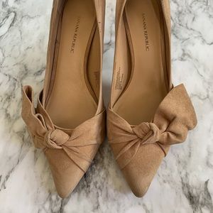 Banana Republic suede point toe bow heels SZ 8